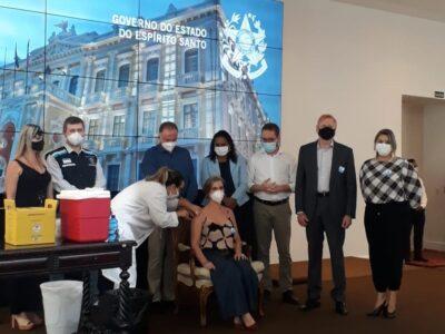 SINPRO/ES participa de ato simbólico que marca o início da vacinação dos professores no ES